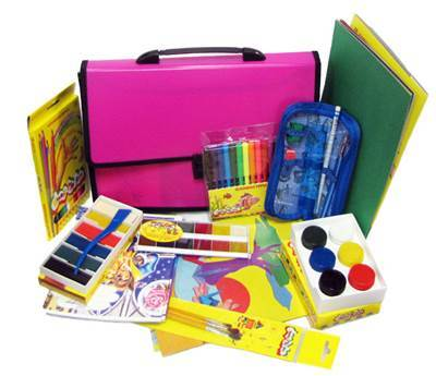 Что покупают в школу первокласснику: список необходимых принадлежностей